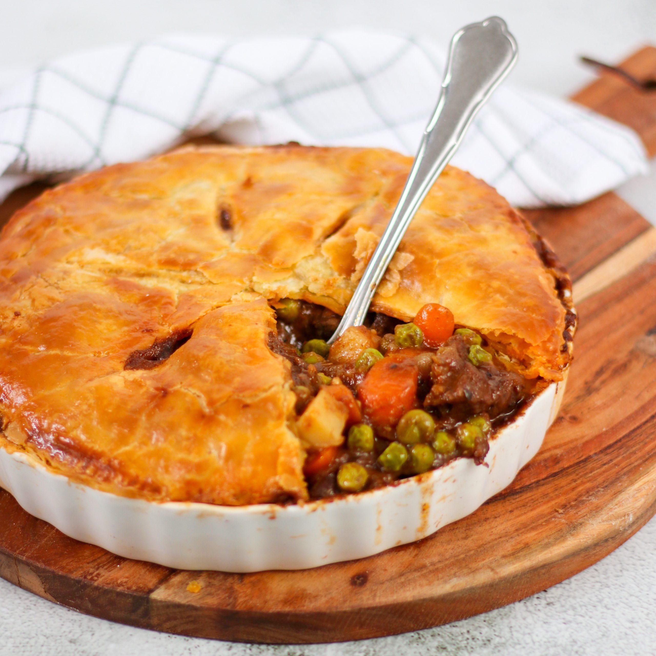 Pie met rundvlees uit de slowcooker of braadpan