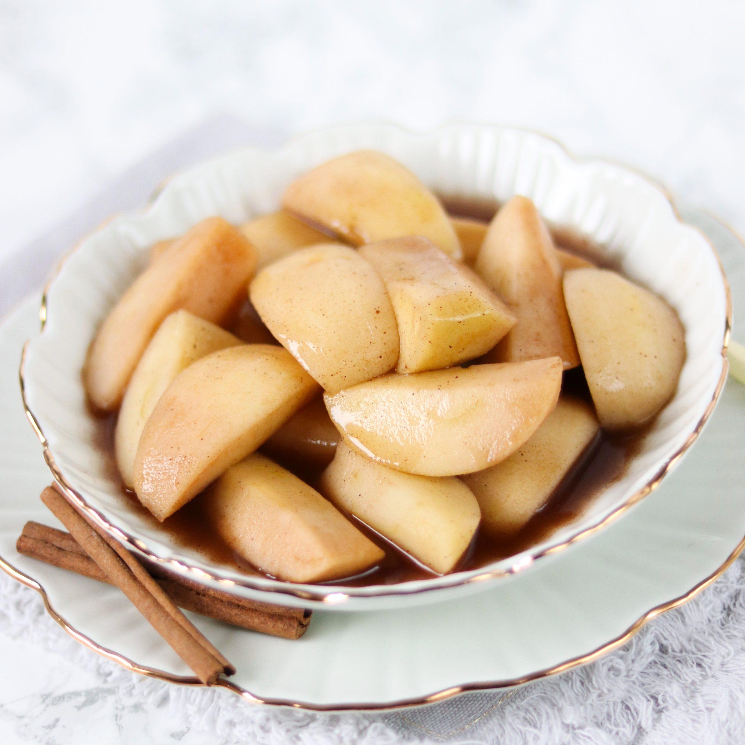 Gestoofde appels met kaneel